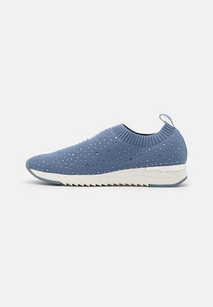 WOMS SLIP-ON - Loaferit/pistokkaat - jeans
