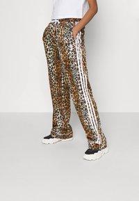 adidas Originals - LEOPARD PANT - Træningsbukser - multco/mesa - 0