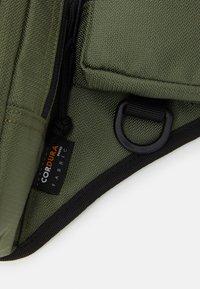 Carhartt WIP - DELTA SHOULDER BAG UNISEX - Bum bag - dollar green - 5