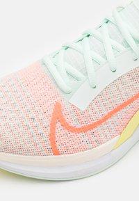 Nike Performance - ZOOMX SUPERREP SURGE - Zapatillas de entrenamiento - barely green/bright mango/light zitron - 5