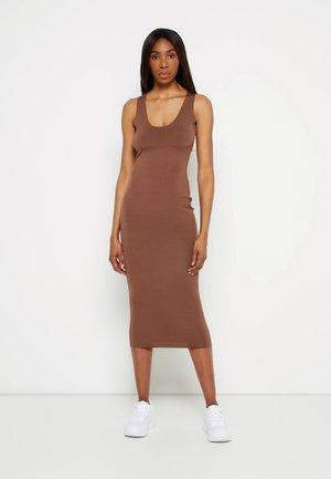 RAW EDGE SLINKY RACER MIDI DRESS - Day dress - nude chocolate