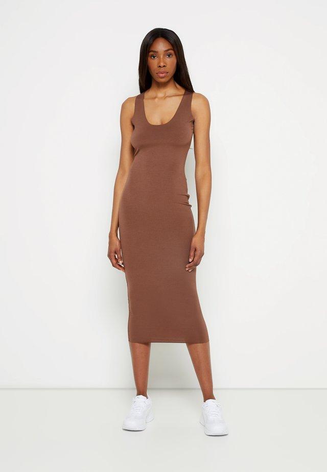 RAW EDGE SLINKY RACER MIDI DRESS - Korte jurk - nude chocolate