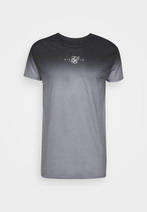 HIGH FADE TEE - Print T-shirt - black/grey