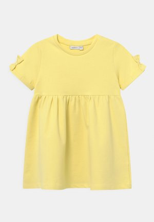 NMFFARHANA  - Korte jurk - yellow pear