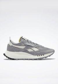 Reebok Classic - CLASSIC LEGACY UNISEX - Trainers - mgh solid grey/pure grey/chalk - 9