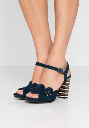 AKIVA - Sandály na vysokém podpatku - petrol