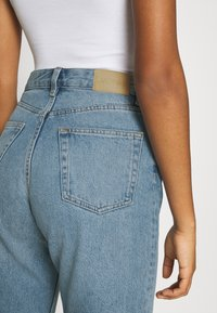Monki - TAIKI - Straight leg jeans - blue dusty light - 4