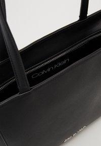 Calvin Klein - MUST - Sac à main - black - 5