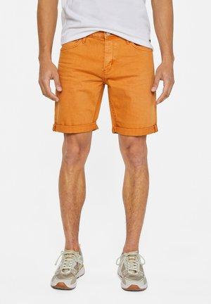 WE FASHION HERREN-JEANSSHORTS - Shorts - orange