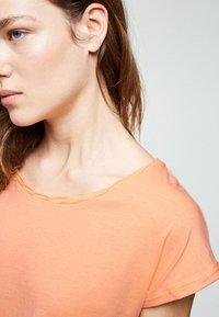 ARMEDANGELS - LAALE - Basic T-shirt - sweet peach - 3