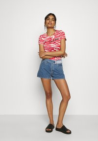 Calvin Klein - ZEBRA PRINT STRETCH TEE - Print T-shirt - red/white - 1