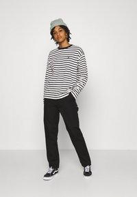 Carhartt WIP - ROBIE  - Long sleeved top - wax/black - 1
