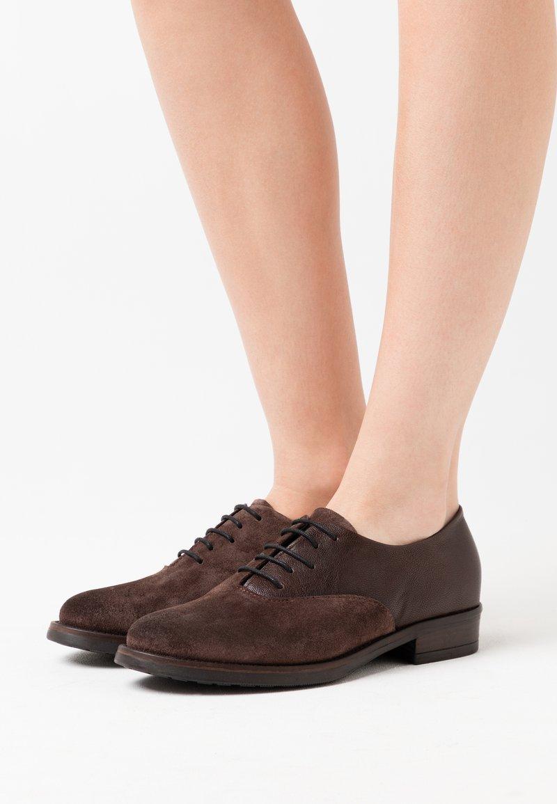 lilimill - QUEEN - Šněrovací boty - brown
