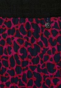 Street One - MIT LEO  - Pleated skirt - rot - 4