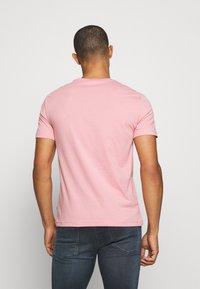 Calvin Klein - SUMMER CENTER LOGO - T-shirt con stampa - blush - 2