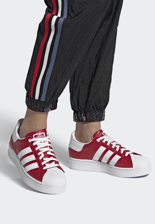 SUPERSTAR BOLD - Tenisky - scarlet/core black/footwear white
