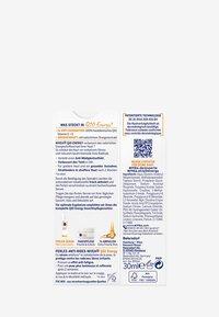 Nivea - Q10 ENERGY ANTI-FATIGUE PEARLS - Serum - - - 3