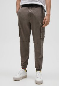 PULL&BEAR - Cargo trousers - brown - 0