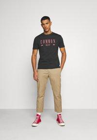 Common Kollectiv - ROSE TEE UNISEX  - Print T-shirt - washed black - 1