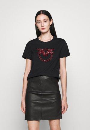 QUENTIN - Camiseta estampada - black