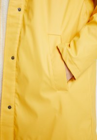ONLY Tall - ONLVANESSA SHERPA RAINCOAT - Parkatakki - yolk yellow - 6