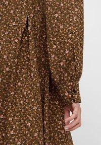 YAS - MIT LANGEN ÄRMELN YASLALLA - Shirt dress - capulet olive - 4