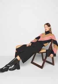 Victoria Victoria Beckham - OVERSIZED MOCK NECK JUMPER - Sweter - multi coloured - 6