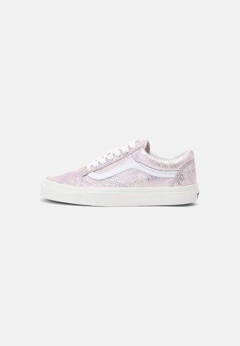 UA OLD SKOOL - Sneakers basse - rose gold/blanc de blanc