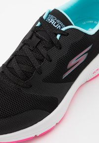 Skechers Performance - GO RUN CONSISTENT - Chaussures de running neutres - black/multicolor - 5
