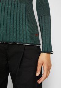 Victoria Victoria Beckham - TURTLENECK JUMPER - Sweter - emerald green - 7