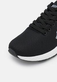 Kappa - TRUSTAL UNISEX - Scarpe da fitness - black/white - 5