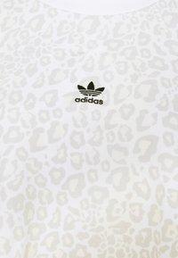 adidas Originals - LEOPARD CREW - Sweatshirt - multco/white/talc - 5