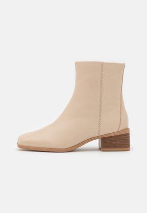 Kotníkové boty - stone