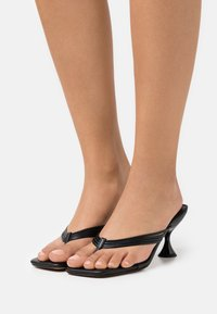 Topshop - NEEVA TOE THONG - T-bar sandals - black - 0