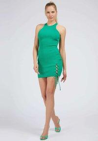 Guess - ALEXA TIE  - Shift dress - dunkelgrün - 1