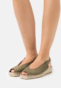 JUTELAUNE - Platform sandals - khaki - 0