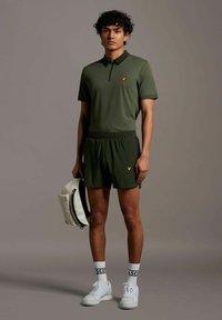 Lyle & Scott - Pantaloncini sportivi - deep spruce - 0