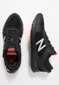 New Balance - FRESH FOAM ARISHI GORE-TEX - Trail running shoes - black - 1