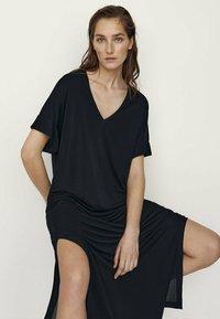 Massimo Dutti - MIT SEITLICHEN SCHLITZEN - Maxi dress - black - 2