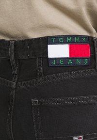 Tommy Jeans - MOM ULTRA  - Džíny Relaxed Fit - black denim - 3