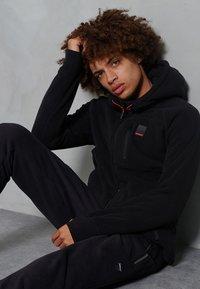 Superdry - POLAR FLEECE - Zip-up hoodie - black - 1