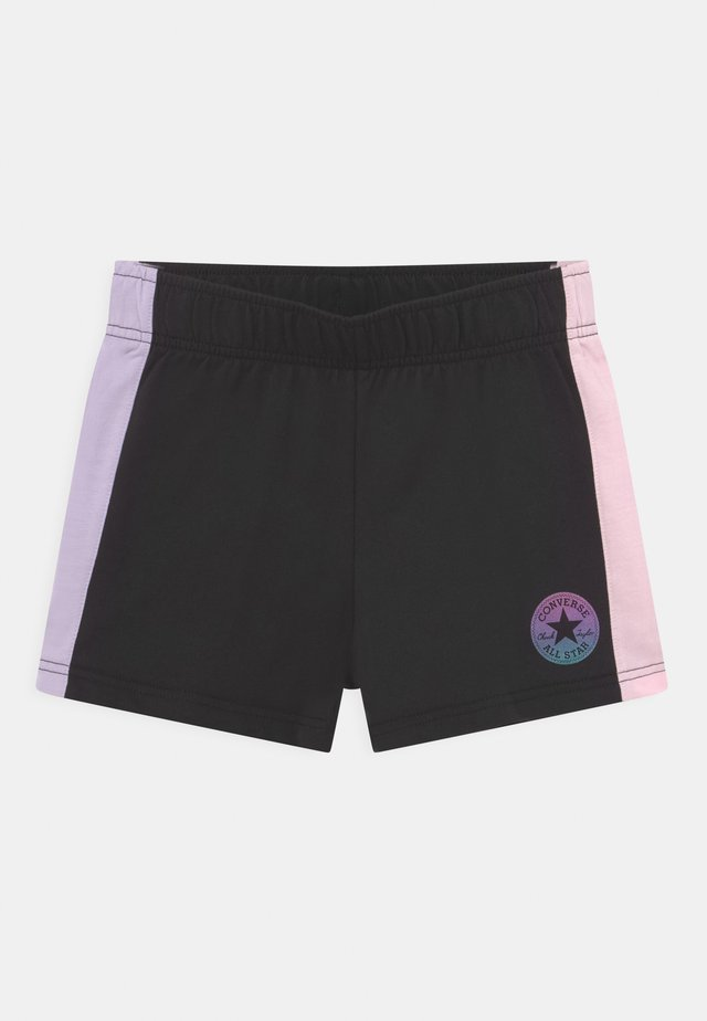 COLORBLOCKED CHUCK PATCH - Shorts - black