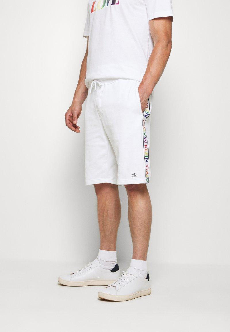 Calvin Klein - PRIDE  - Pantalon de survêtement - white