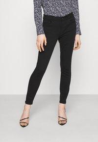 Vero Moda - VMHONNISEVEN PUSH UP - Jeans Skinny Fit - black - 0