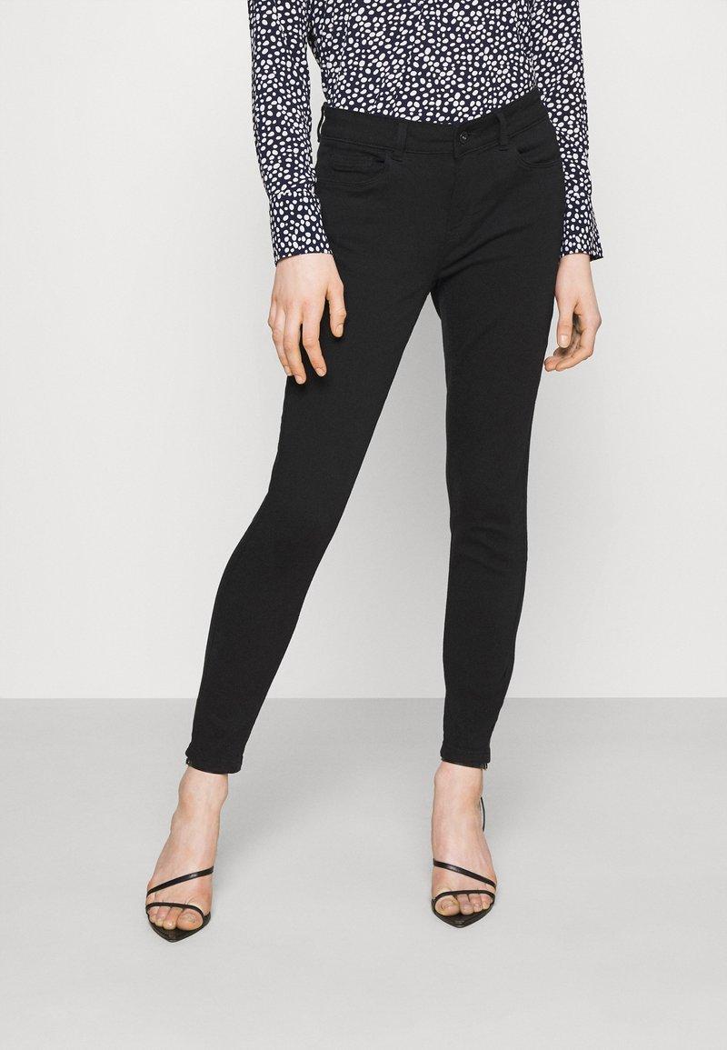 Vero Moda - VMHONNISEVEN PUSH UP - Jeans Skinny Fit - black