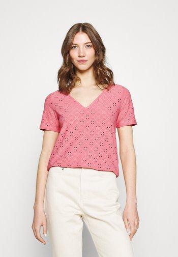 VITRESSY DETAIL V-NECK - Print T-shirt - wild rose