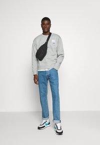 Nike SB - STRIPES CREW UNISEX - Sweatshirt - grey heather/white - 1