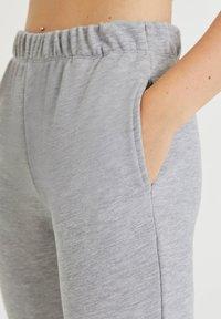 PULL&BEAR - Pantalon de survêtement - light grey - 3
