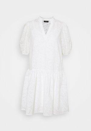 SLFPERNILLA DRESS EX - Denní šaty - snow white