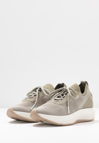Tamaris Fashletics - Baskets basses - olive - 4